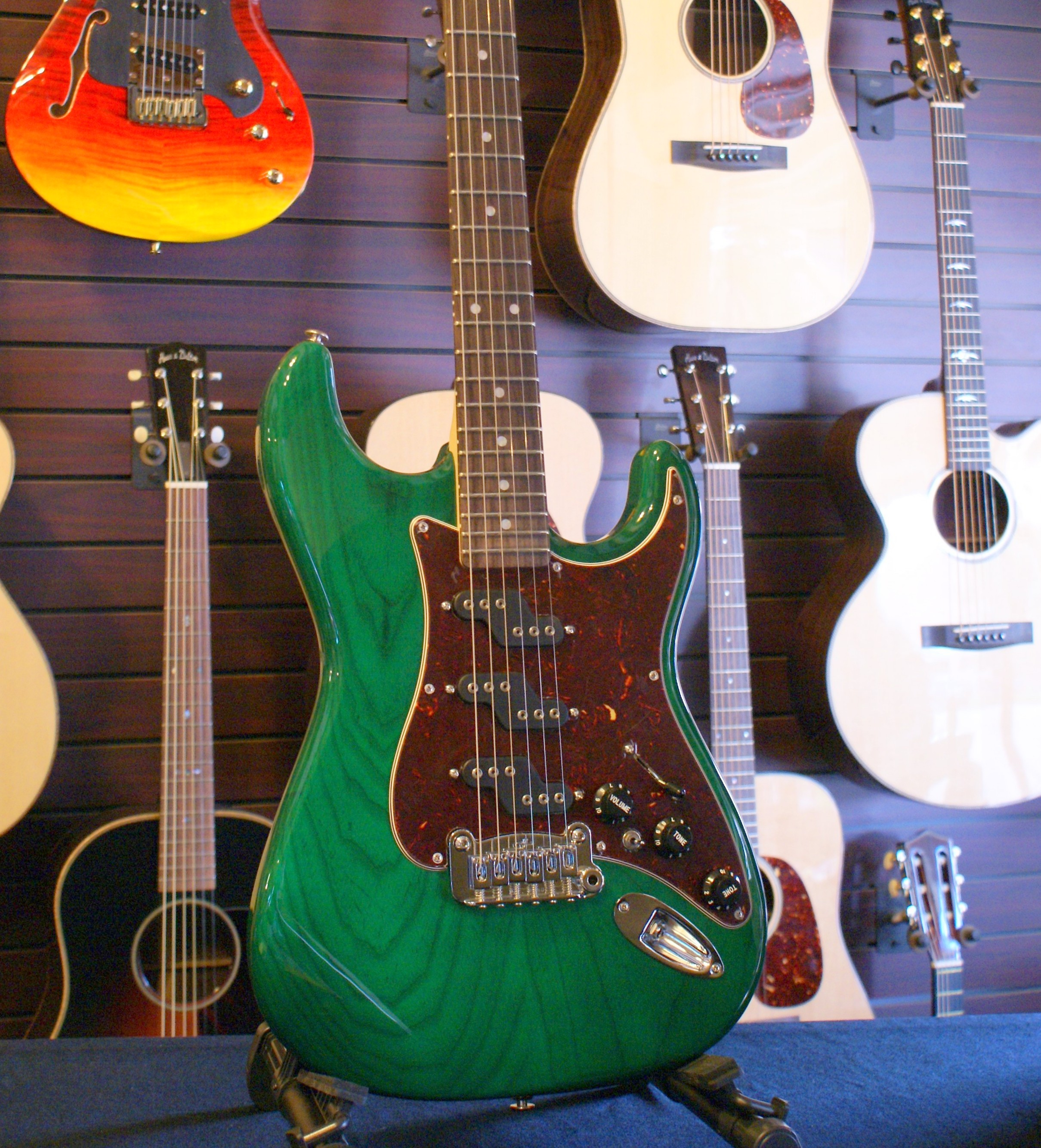 G L : sold g l comanche swamp ash body clear forest green electric guitar cornerstone music ~ Hamham.info Haus und Dekorationen